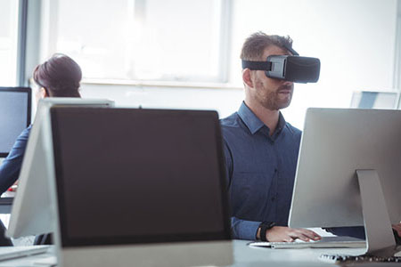 Online courses with VR for employee training